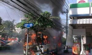 ไฟไหม้รถเมล์สาย 126 เพลิงลุกท่วมคัน