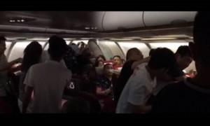 คนจีนต่อยเละบนไฟล์ท ทำเที่ยวบินดีเลย์ข้ามคืน