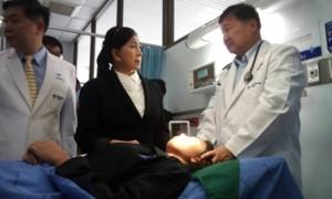 ปวีณา พาเด็ก ม.5 ครูขว้างแก้วหน้าเบี้ยวพบแพทย์ยันฮี
