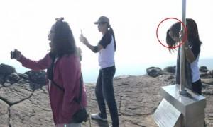 ข้าราชการสาวถ่ายภาพติดวิญญาณที่ผาชูธง ภูหินร่องกล้า
