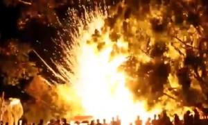 """คลิปนาที """"บั้งไฟดอก"""" ระเบิดกลางงานพระธาตุสบแวน"""