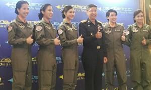 ผบ.ทอ.ต้อนรับ 5 นักบินหญิง ครั้งแรกในประวัติศาสตร์รอบ 79 ปี