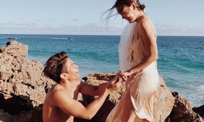 มิกกี้ คุกเข่าขอ เจนี่ แต่งงานริมทะเล