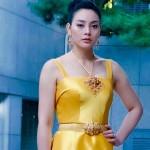 ตั๊ก บงกช เดินพรมแดงในชุดผ้าไหมเหลืองอร่าม สวยตระการตามาก