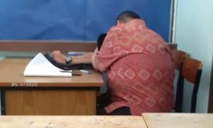 ครูหนุ่มลวนลามนักเรียนชาย-สำเร็จความใคร่ให้ แลกกับการช่วยแก้เกรดศูนย์วิชาที่สอน