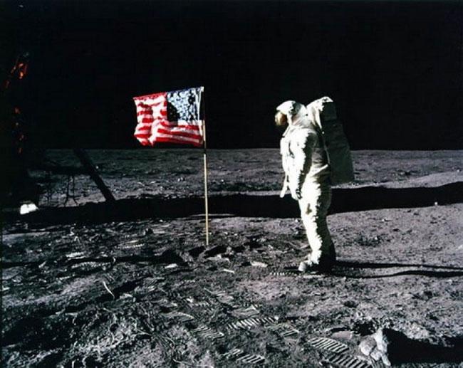การลงจอดบนดวงจันทร์